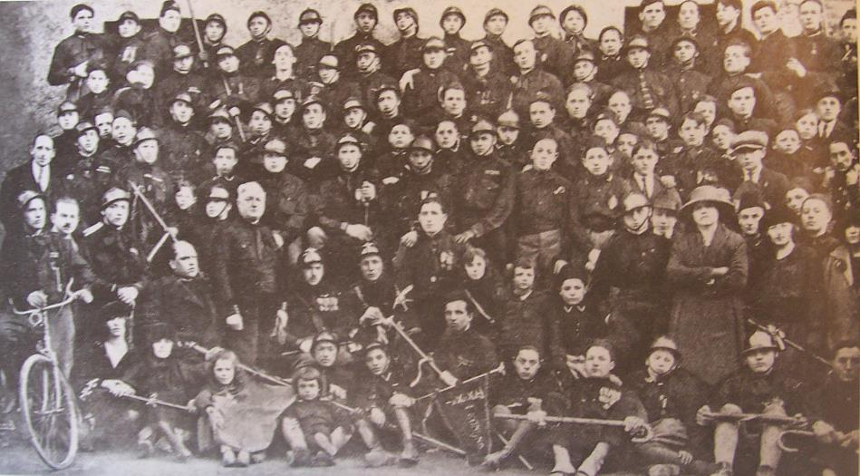 Un gruppo di squadristi del Partito Nazionale Fascista di Legnano (1920).